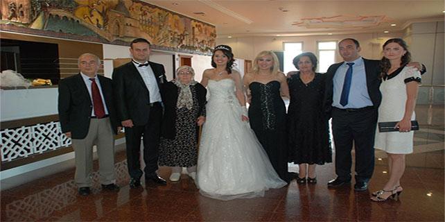 Ahmet Hakan ve Lalezar Küçük çiftinin mutlu günü