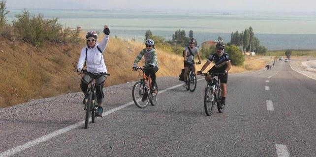 Bisiklete farkındalık için pedal çevirdiler