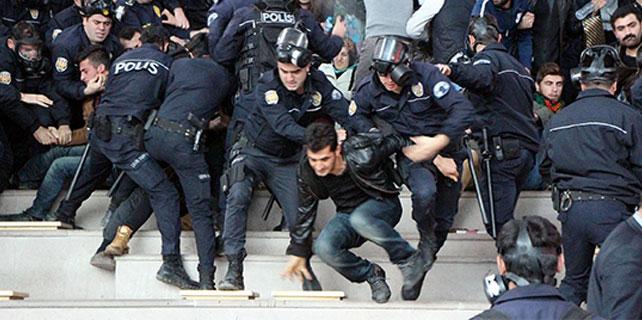 Bolu'da 44 öğrenci gözaltında