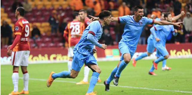 Ersun Yanal döndü, Galatasaray çöktü