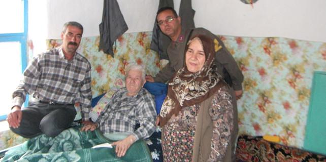 Jandarma yaşlıları ziyaret ediyor