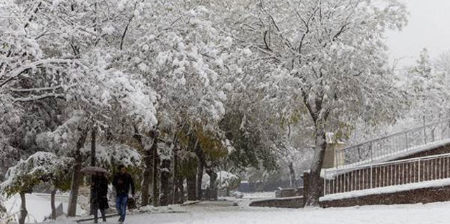 Konya'da kar yağışı okulları tatil ettirdi