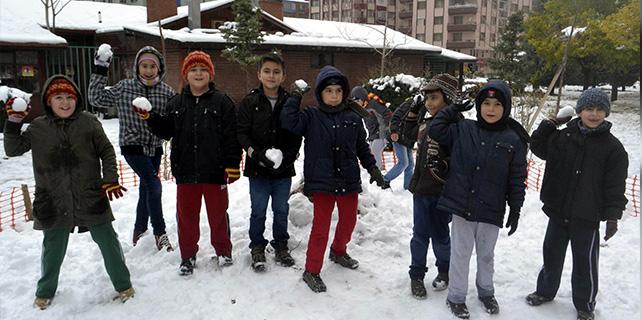 Konya'da öğrenciler kar tatilini fırsata çevirdi