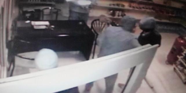 Kürekli soygun kameraya yakalandı