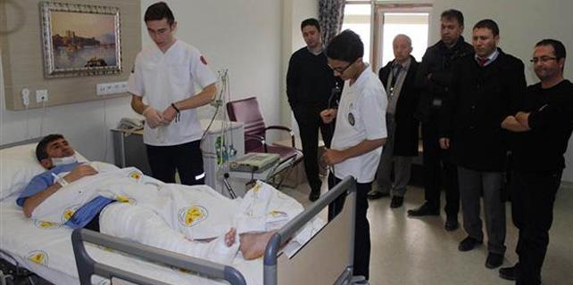 Liseliler öğretmeni hastanelik etti