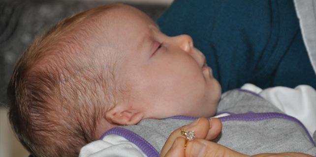 Meral bebek kulak delikleri kapalı doğdu