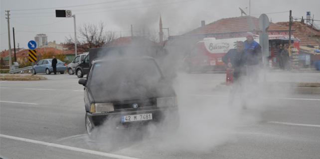 Otomobildeki yangını beton mikseri söndürdü