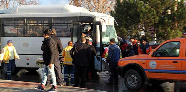 Afyonkarahisar'da trafik kazası: 22 yaralı