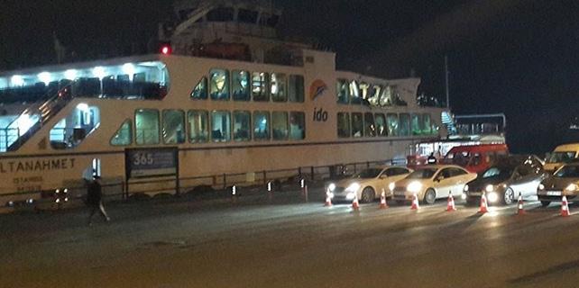 Arabalı vapur ile yük gemisi Boğaz'da çarpıştı