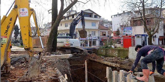 Asırlık çınar ağacının kesilmemesi projede değişlik