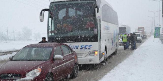 Bursa Ankara yolu tır kayması sonucu kapandı