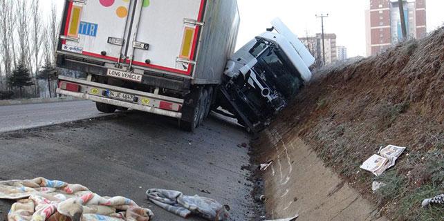 Buzlanan rampada 7 araç kaza yaptı: 11 yaralı