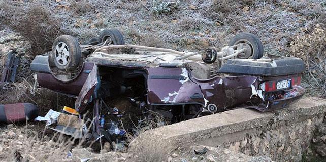 Hamile kadını taşıyan otomobil devrildi: 6 yaralı