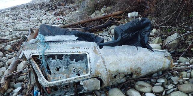 Karadeniz sahilinde uçak parçası bulundu