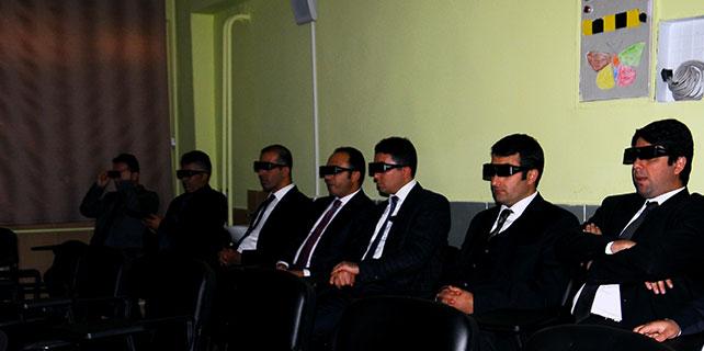 Kaymakamlara 3D'li siber sınıfıta tanıtım dersi