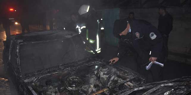 Konya'da yanan otomobil kullanılmaz hale geldi