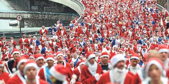 Makedonya'da Noel Baba koşusu düzenlendi