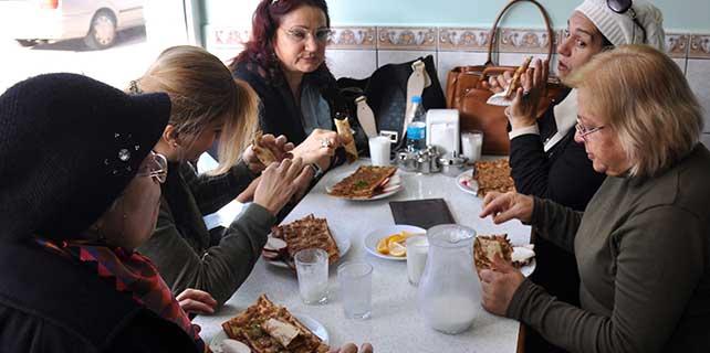 Mevlana ziyaretçileri, Konyalı lokantacıların yüzünü güldürdü