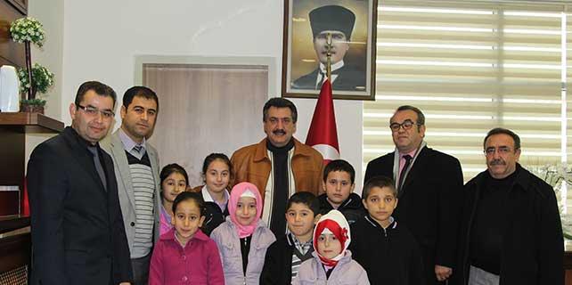 Minik öğrencilerden başkan Kale'ye ziyaret
