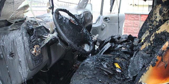 Osmaniye'de sebze yüklü minibüs yandı