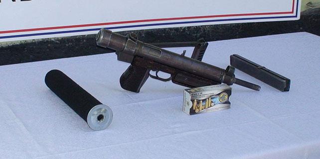Otobüste makineli tabanca ele geçirildi