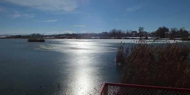 Ulaş Gölü'nün yüzeyi buz tuttu