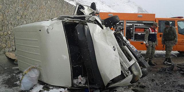 Van'da iki ayrı trafik kazası: 13 yaralı