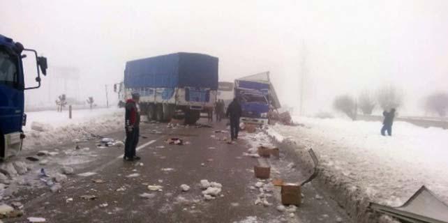 30 araç kazaya karıştı trafik kapandı