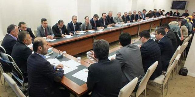 Ak Parti'de yeni yönetim ilk defa toplandı