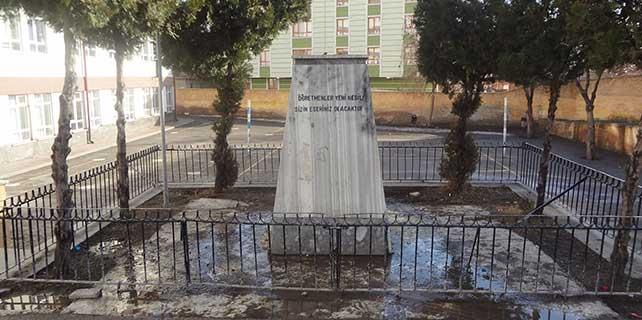 Atatürk büstü çalındı