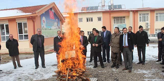 Beyşehir ilçe protokolü kamp ateşi yaktı