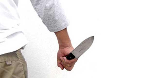 Babası tarafından bıçaklanan kız ağır yaralandı