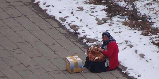 Çocuklu kadın dilenciler bıktırdı