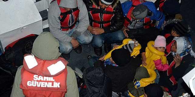 Ege Denizi'nde 22 göçmen kurtarıldı