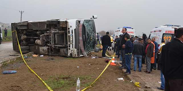 Hatay'da yolcu otobüsü devrildi : 2 ölü 15 yaralı