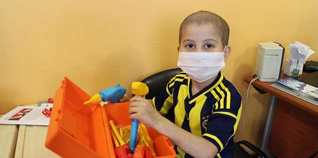 Kanser hastası çocukların karne sevinci