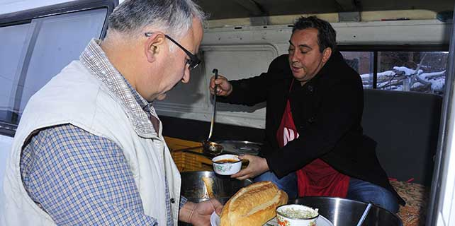 karaman-belediyesinden-ihtiyac-sahiplerine-yemek-hizmeti-1