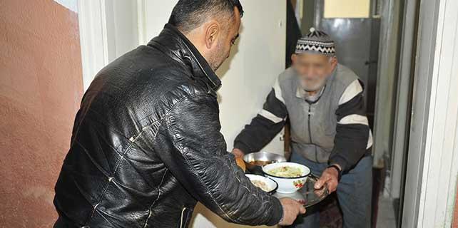 karaman-belediyesinden-ihtiyac-sahiplerine-yemek-hizmeti-2