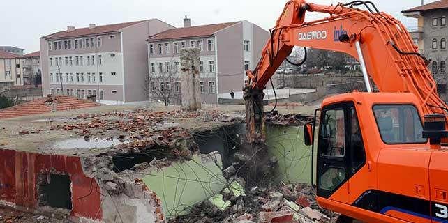 Kırıkkale'de metruk binalar yıkılıyor