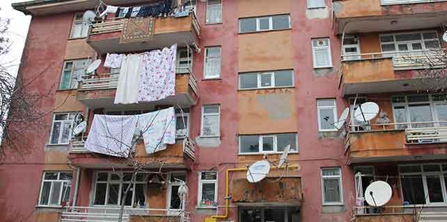 Konya'da halı silkeleyen kadın 3. kattan düştü