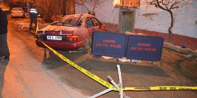 Konya'da otomobil evin duvarına çarptı: 1 ölü, 2 yaralı