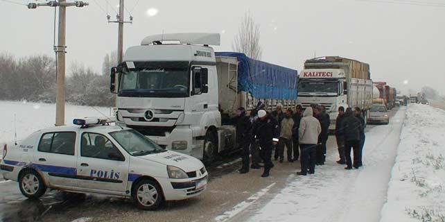 Konya'yı çevre illere bağlayan tüm yollar trafiğe açıldı