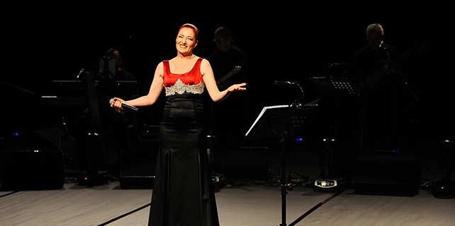 MOİsahne, Candan Erçetin konseri ile açıldı