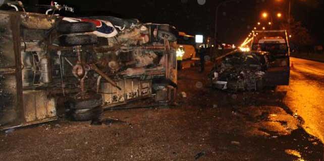 Otomobil ile midibüs çarpıştı: 1 ölü, 2 yaralı