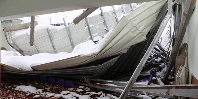 Rize'de spor salonunun çatısı çöktü