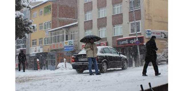 Suşehri'nde eğitime kar engeli