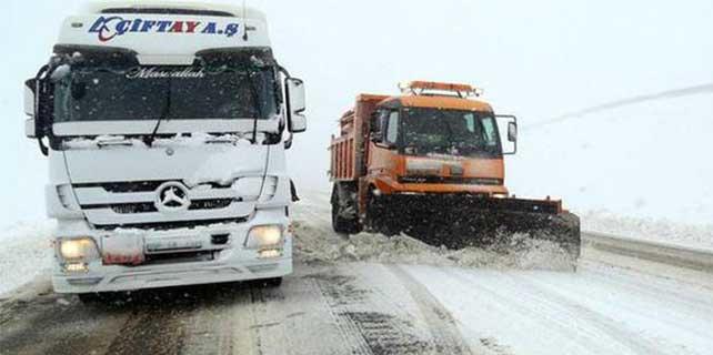 Türkiye kar altında, bu yollar ulaşıma kapandı