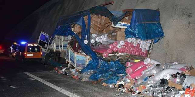 Yolcu otobüsü ile kamyon çarpıştı: 7 yaralı