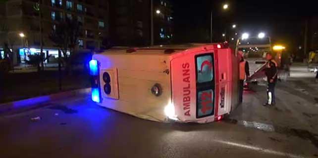 Adıyaman'da ambulansla otomobil çarpıştı: 7 yaralı