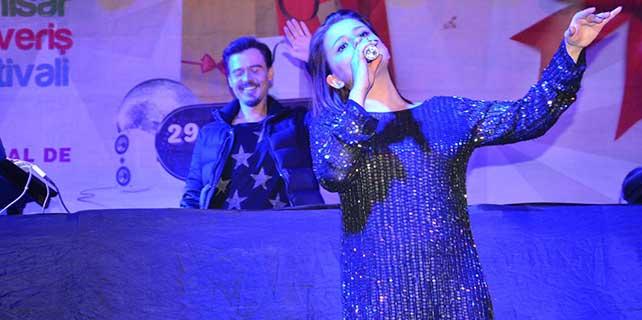 Alışveriş festivalinde finalin adı; Erdem Kınay ve Merve Özbey oldu